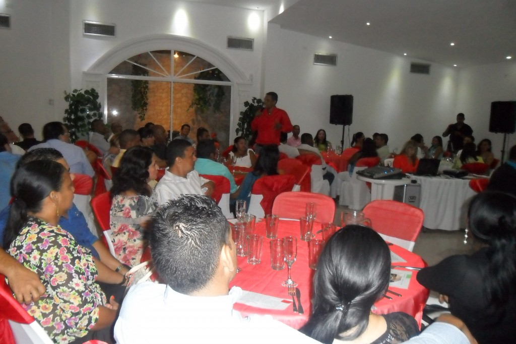 CENA ROMANTICA-1- Raymundo-conferencista